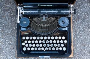 typewriter-795091_1280